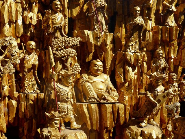 Los dioses chinos viajan en primera clase y tú no