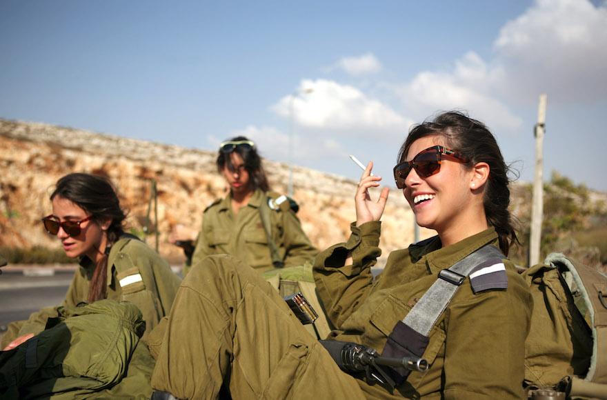 Conoce la milicia israelí a través de su belleza