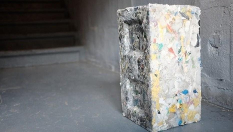 Ve la máquina que transforma el plástico de los oceános en ladrillos