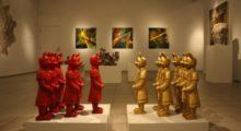 Headbang Checa estas divertidas esculturas pop de la artista Lizabeth Rossof