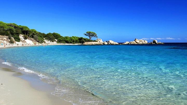 Si tienes una lanita extra, visita las mejores playas de Francia