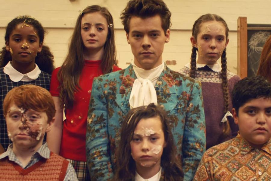"Harry Styles se pone rudo en su nuevo video ""Kiwi"""