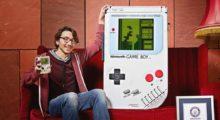 Headbang Crea el Game Boy gigante y le dan un Record Guinness, punto para los nerds