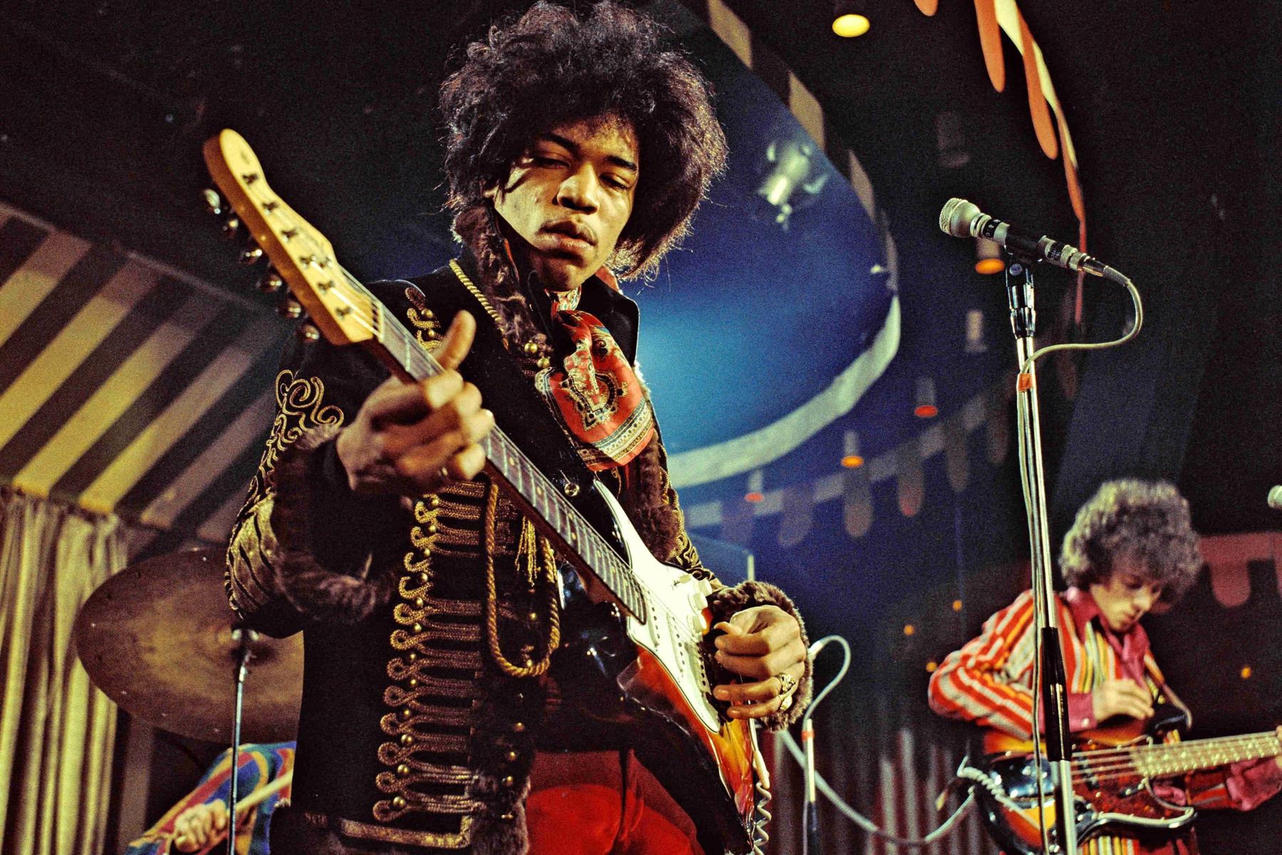 Junta la quincena, subastarán guitarra de Hendrix y varios rockstars