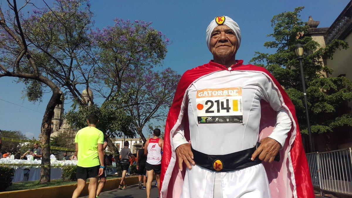 Este hombre correrá 175 km vestido de Kaliman