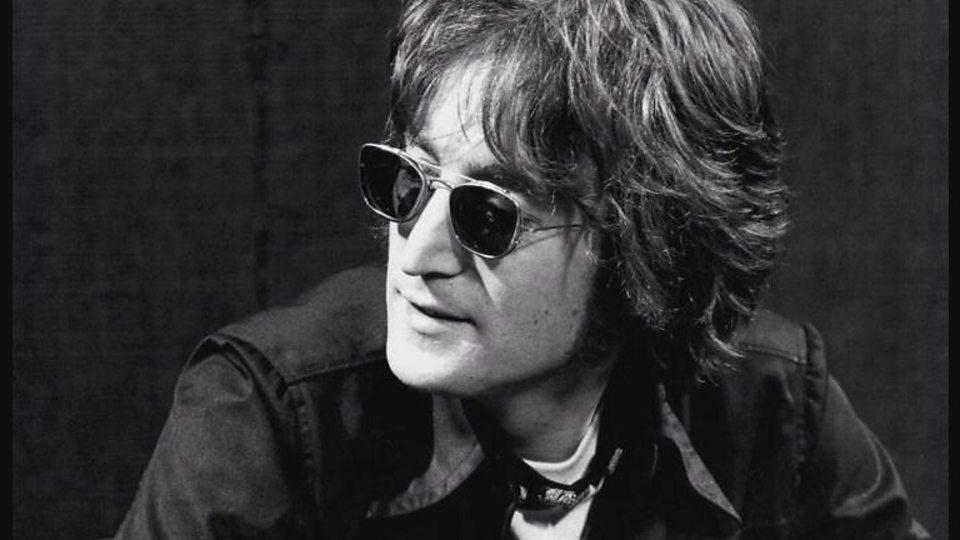 Ponen a la venta la moto de John Lennon