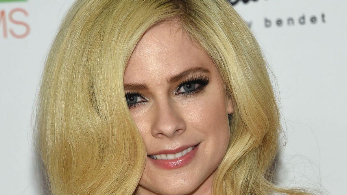 Avril Lavigne regresa después de dos años de ausencia