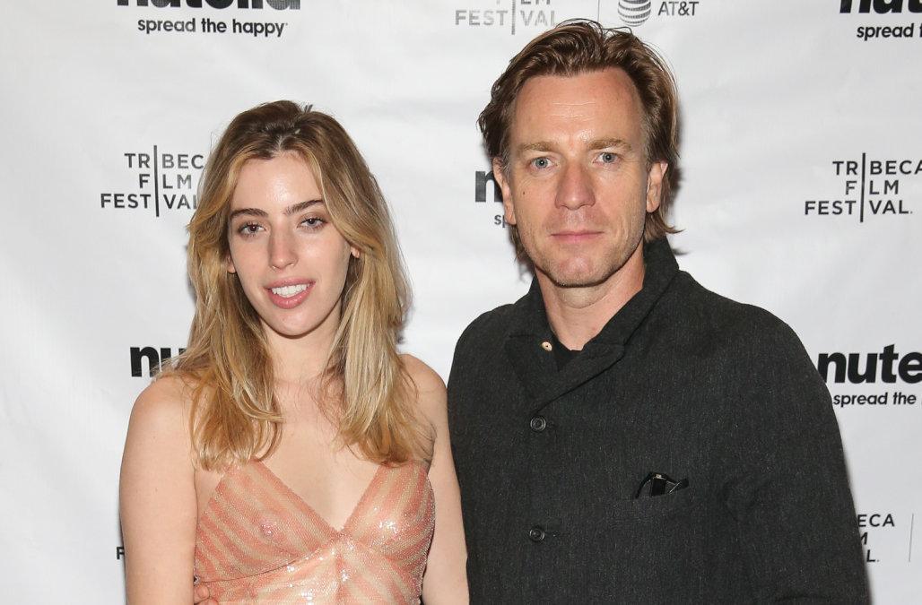 """La hija de Ewan McGregor posó para Playboy e internet le grita """"suegro"""""""