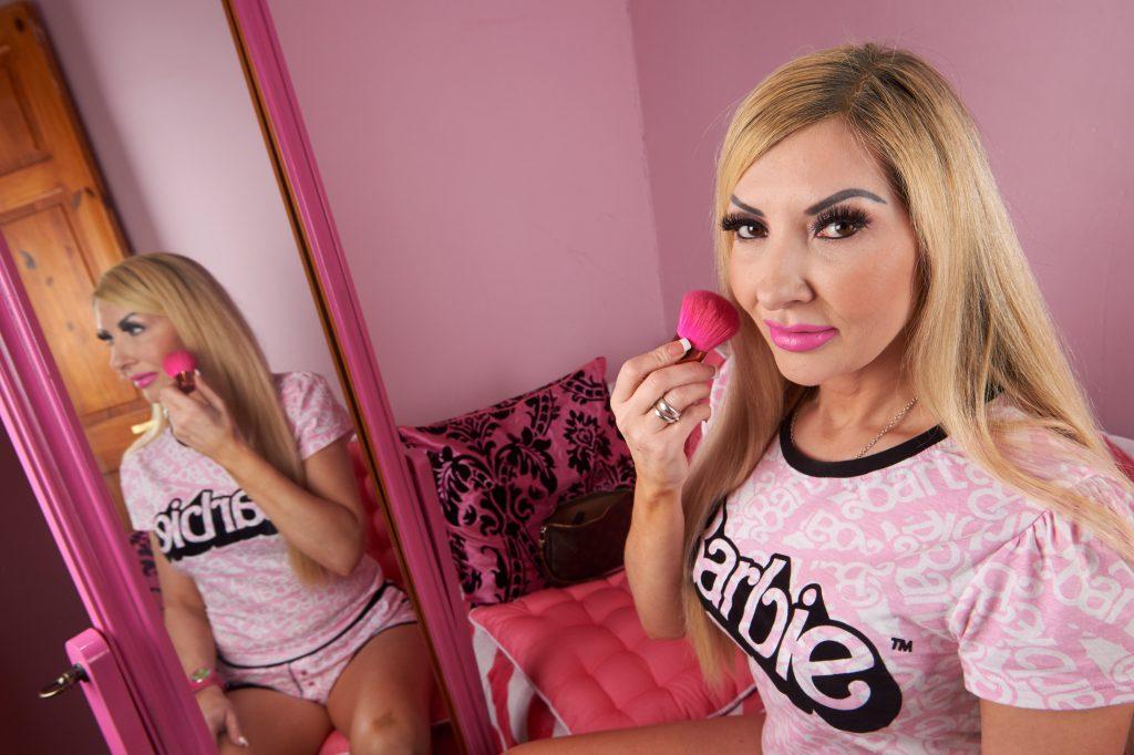 Esta mujer se convirtió en Barbie y ahora pide que le hagan un Ken